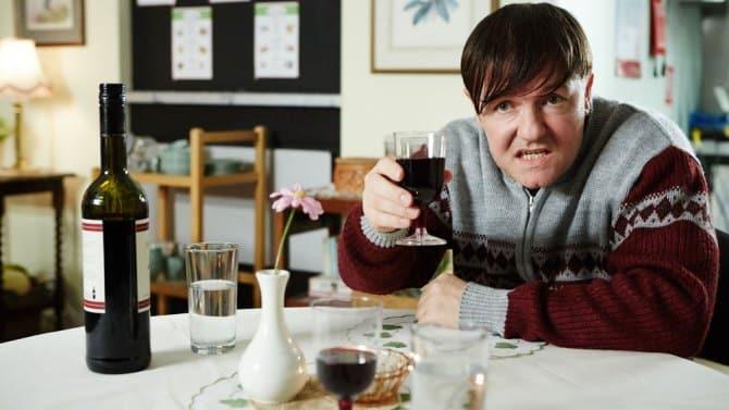 Imagen de Ricky Gervais en Derek, su show británico exclusivo de Netflix. Ricky Gervais ha anunciado que su nuevo especial, 'Special Correspondents' llegará exclusivamente a Netflix con Eric Bana. 'Special Correspondents' es dirigido, escrito y estelarizado por Ricky Gervais, acompañado por Eric Bana.