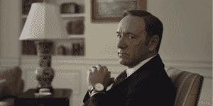 La tendencia de Underwood a romper la cuarta pared y hablar al público se ha vuelto una de sus características más populares