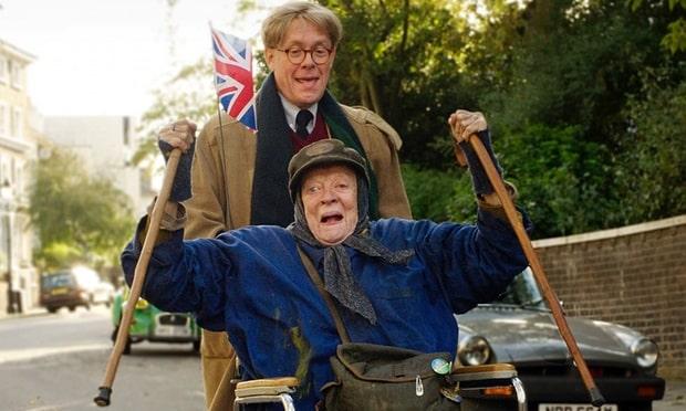 Maggie Smith y Alex Jennings interpretan de manera maravillosa a la Señora Shepherd y el escritor Alan Bennett en 'The Lady in the Van'. © 2015 - Sony Pictures Classics.
