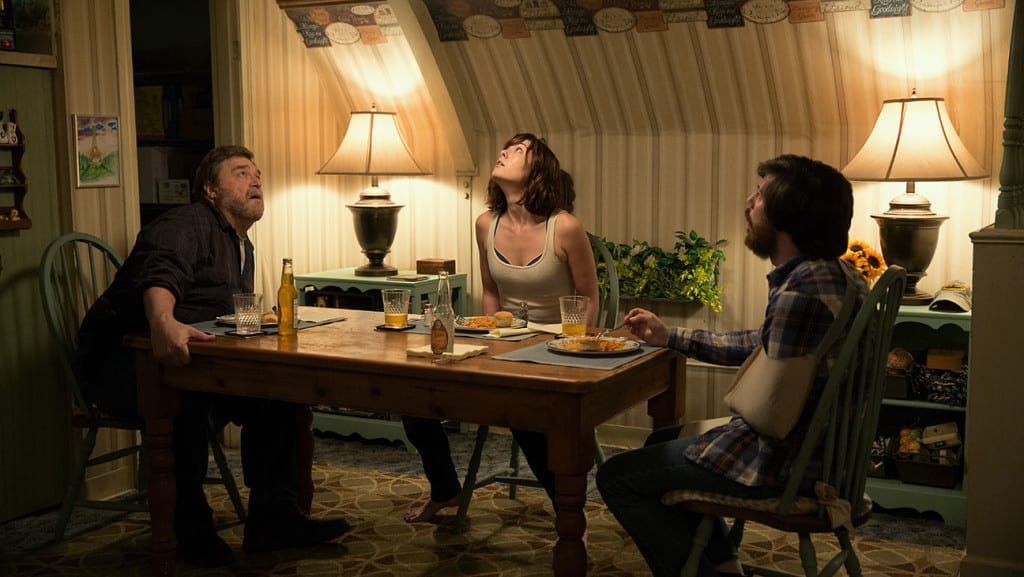 John Goodman, Mary Elizabeth Winstead y John Gallagher Jr en 'Avenida Cloverfield 10'. Photo credit: Michele K. Short - © 2014 Paramount Pictures. All Rights Reserved.