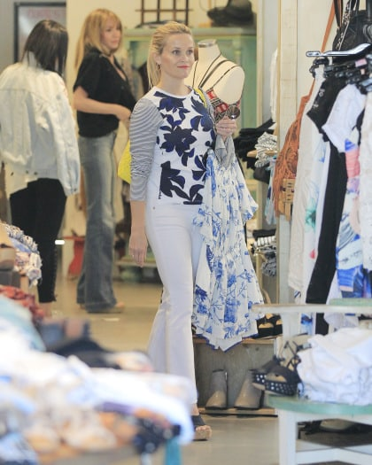Reese Witherspoon shopping in Santa monica