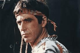 La proeza actoral de Al Pacino para crear a un personaje latinoamericano se pierde conforme avanza la trama