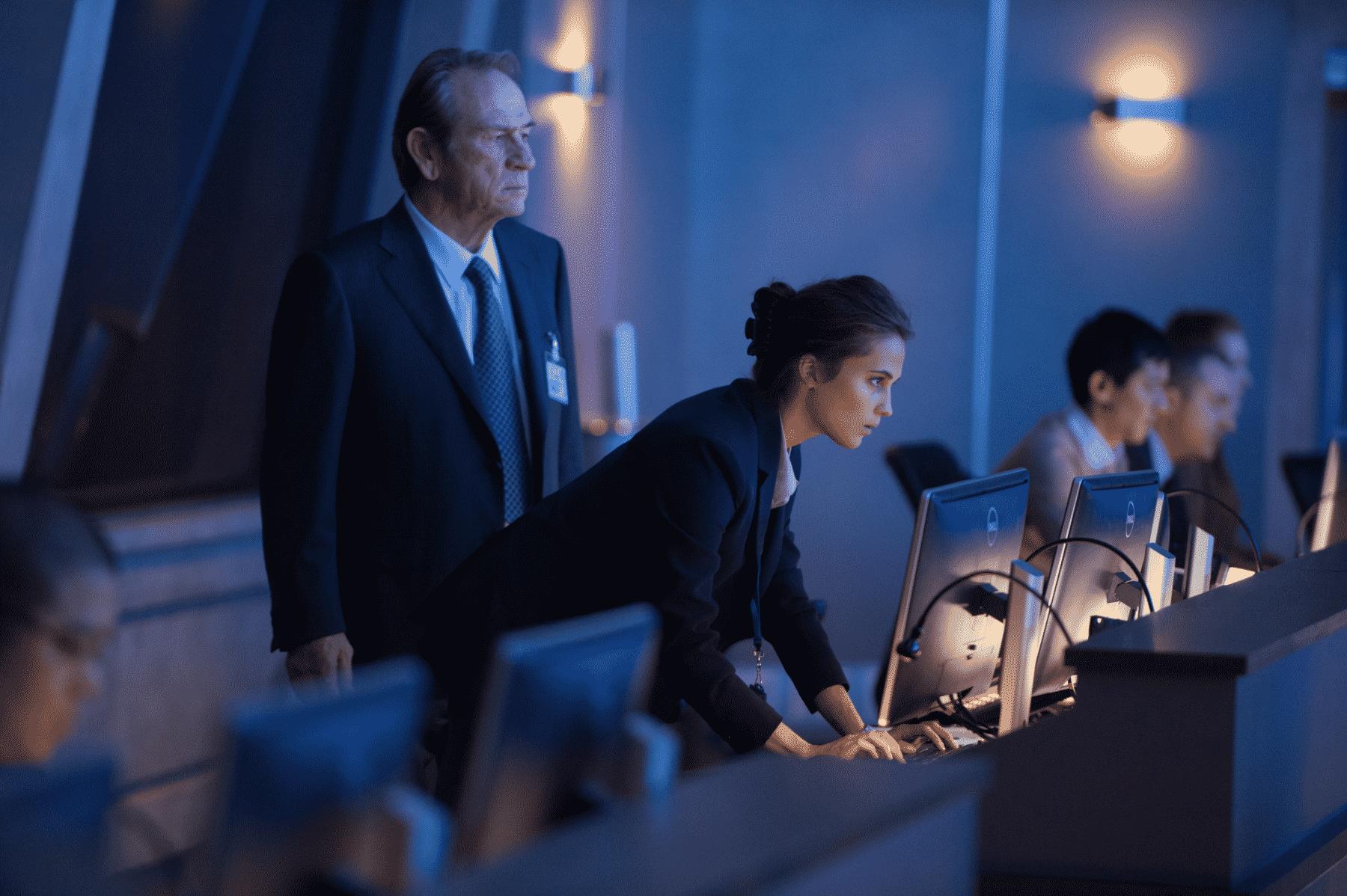Tommy Lee Jones y Alicia Vikander interpretan a personajes aparentemente nuevos