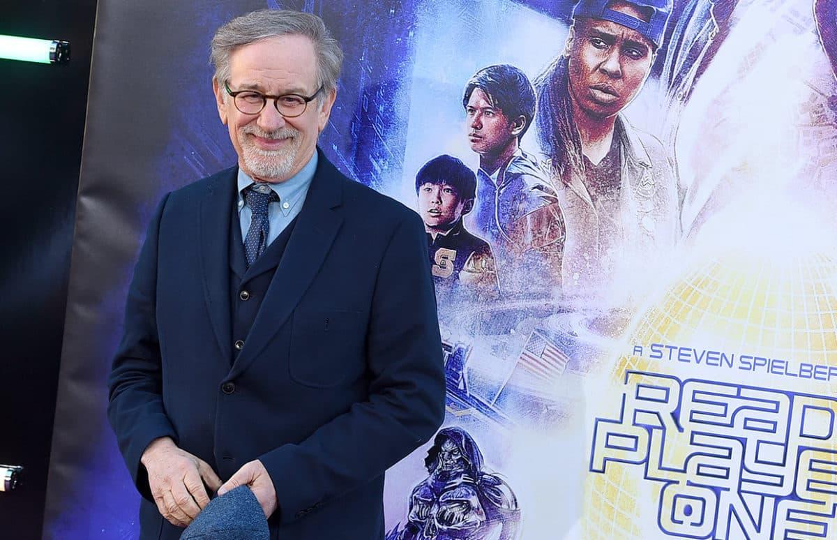 Steven Spielberg debutará en universo de superhéroes con Blackhawk de DC
