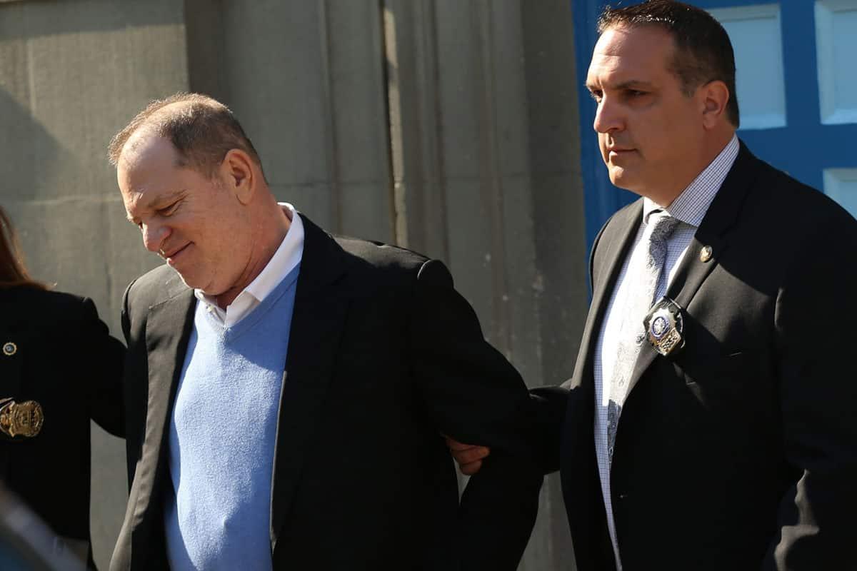 Harvey Weinstein se entrega a la policía de NY y enfrenta cargos por abuso sexual