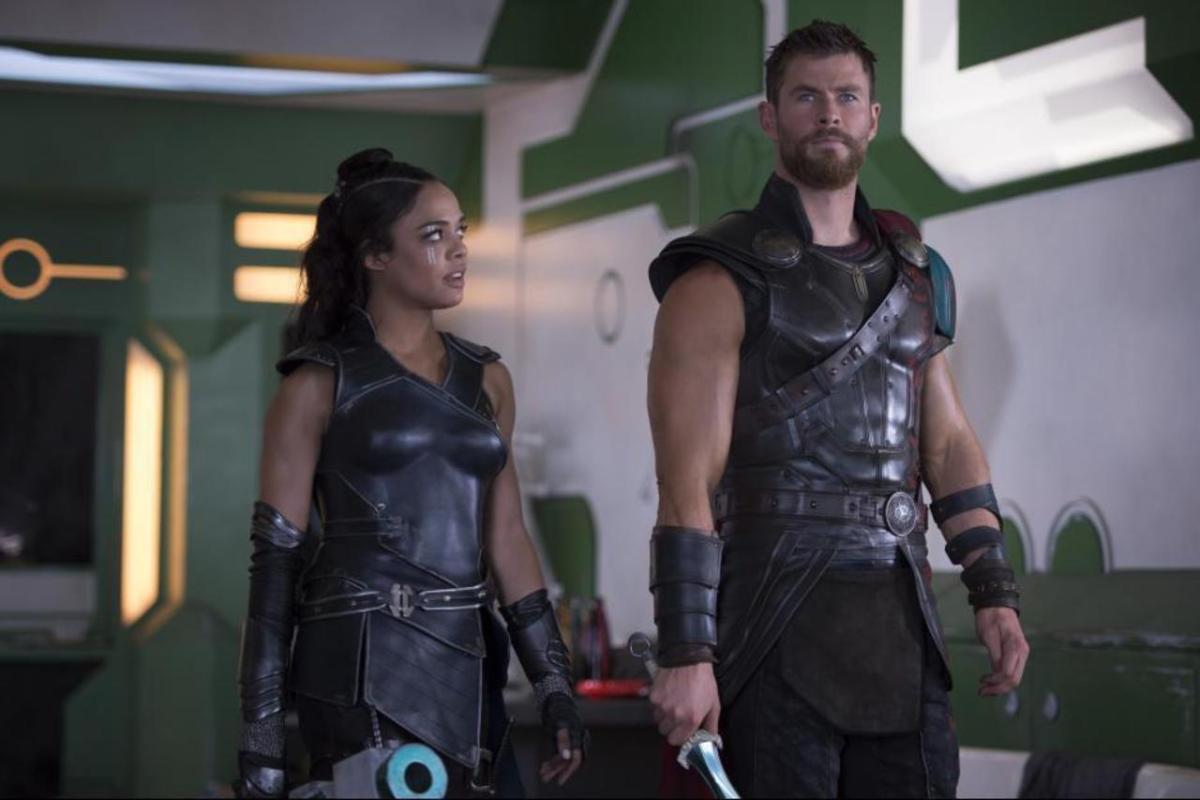 Chris Hemsworth y Tessa Thompson quieren un amorío de tres en Marvel