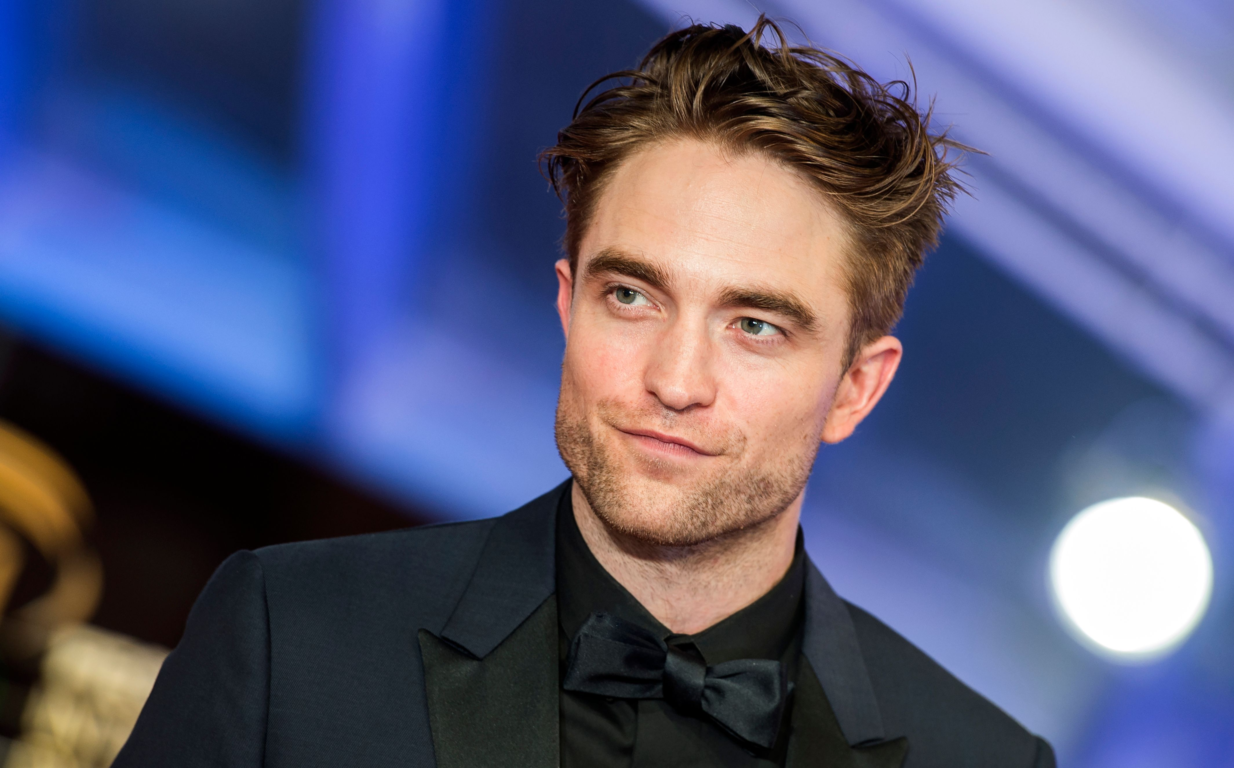 Robert Pattinson enloquece a todos con su look en su nueva película