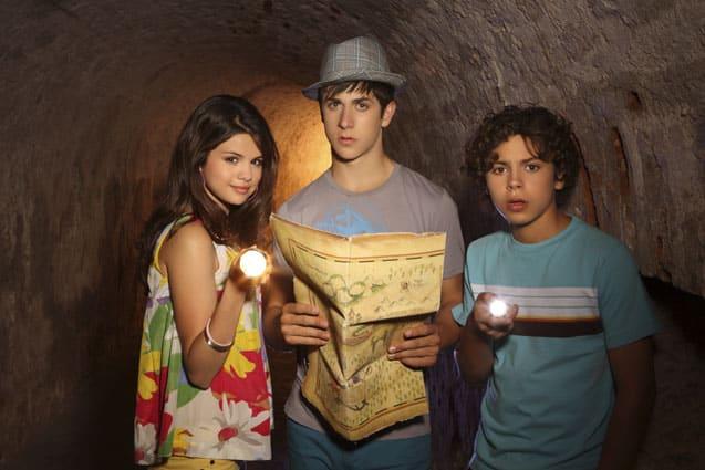de izq. a der. Selena Gómez, David Henrie y Jake T. Austin