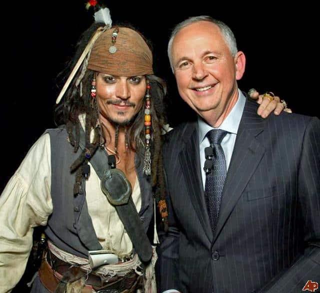 Johnny Depp siempre con el apoyo de Dick Cook