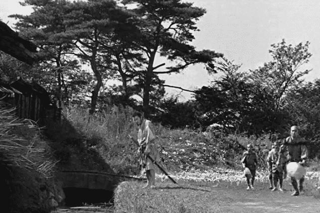 Imagen promocional de Seven Samurai. Según teorías, Bichos y Seven Samurai son las mismas películas. Según una teoría, Seven Samurai de Akira Kurosawa y A Bug's Life / Bichos de Pixar son la misma película.
