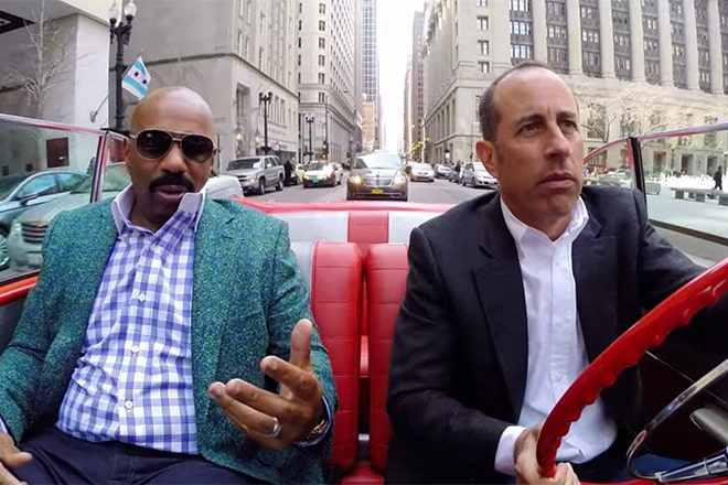 Imagen promocional de Jerry Seinfeld en Comedians in Cars Getting Coffee junto a Steve Harey conocido por Family Feud. Crackle de Sony ha presentado un nuevo trailer para su show original Comedians in Cars Getting Coffee con Jerry Seinfled para su 6ta temporada. Comedians in Cars Getting Coffee es un show original de Crackle estelarizado por Jerry Seinfled donde este, invita a comediantes a tomar café, pasear en autos y hablar de la vida, comedia y más.