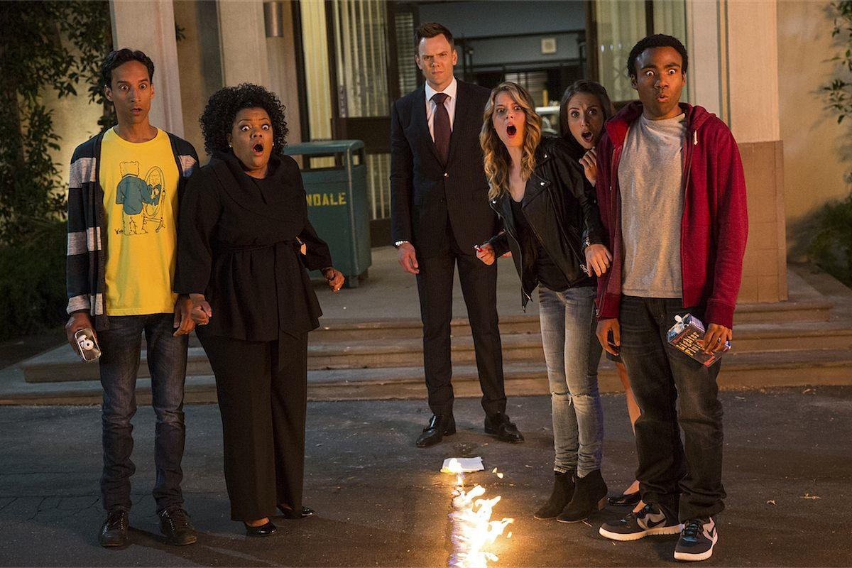 Parte del elenco de Community en su 5ta Temporada: Joel McHale, Gillian Jacobs, Danny Pudi, Alison Brie, Yvette Nicole y Donald Glover. Community regresará con Yahoo después de ser cancelada en NBC.