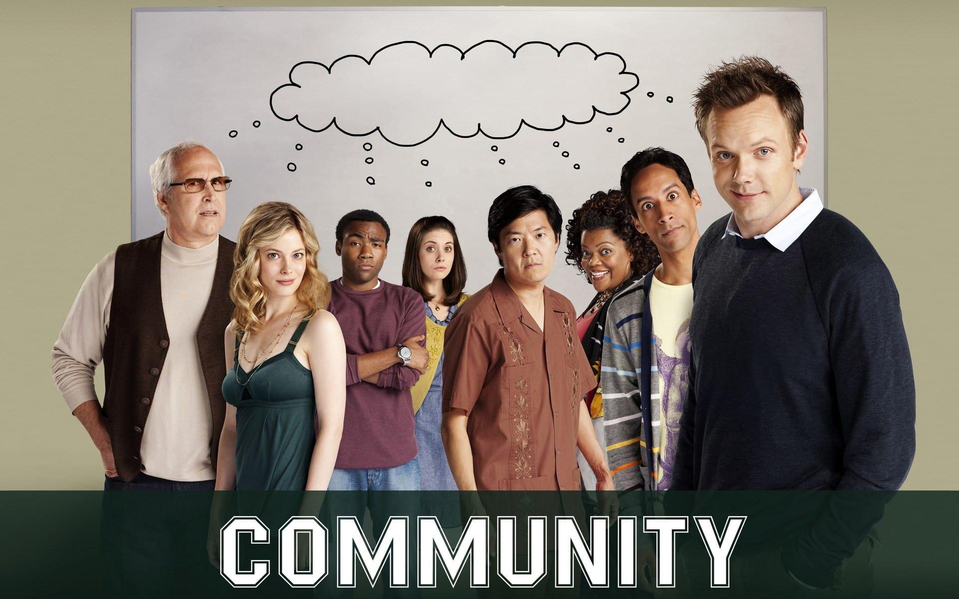 Parte del elenco de Community en el inicio de producción para Yahoo. Yahoo y YahooTV nos presentan un nuevo poster de Community donde podemos ver al elenco completo. Community regresará para una 6ta temporada en Yahoo, con Dan Harmon, creador del show regresará junto a Chris McKenna como productores ejecutivos, mientras que en el elenco, Joel McHale, Alison Brie, Gillian Jacobs, Jim Rash, Danny Pudi y Ken Jeong.