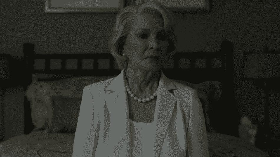 Ellen Burstyn como la madre de Claire