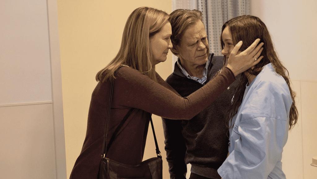 William H. Macy junto a Joan Allen y Brie Larson en La Habitación