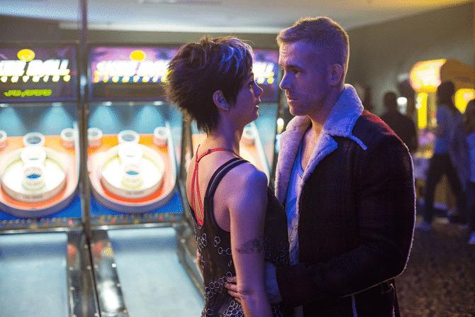Morena Baccarin y Ryan Reynolds en Deadpool