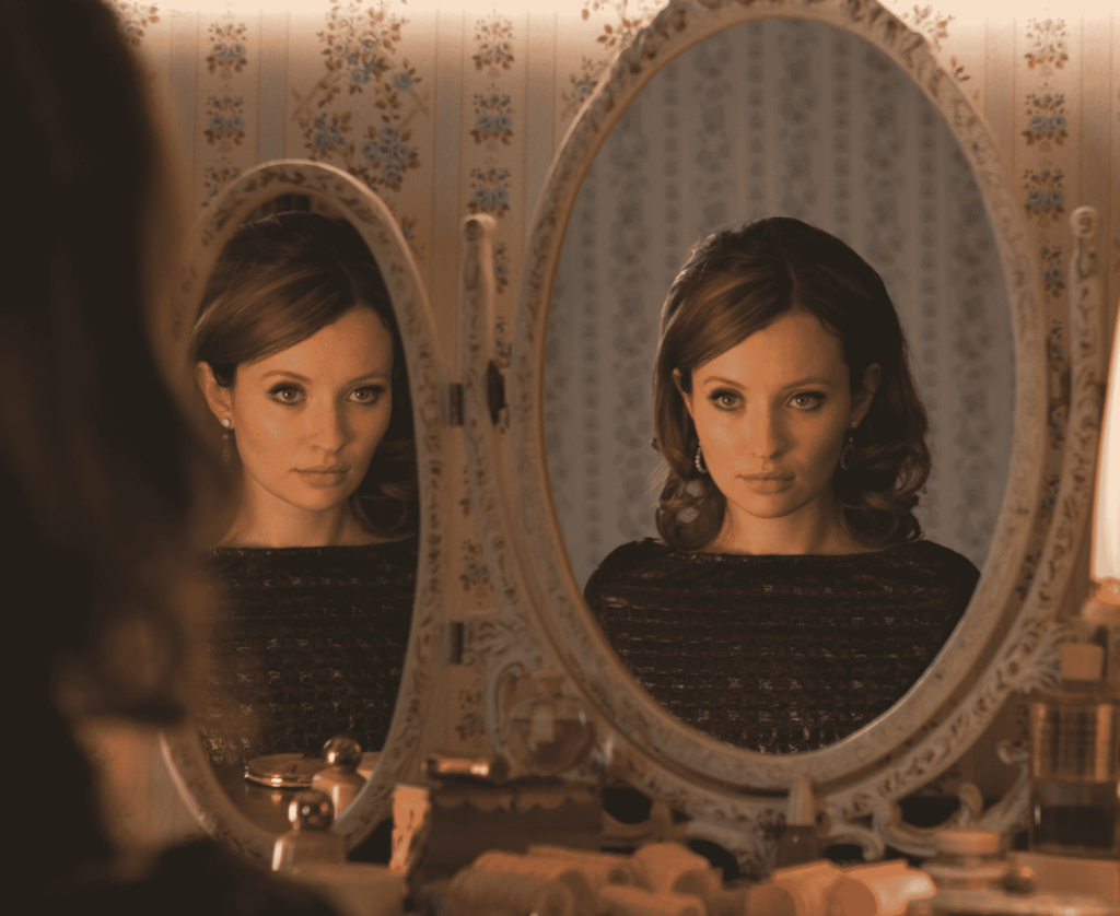 Emily Browning como Frances en Legend