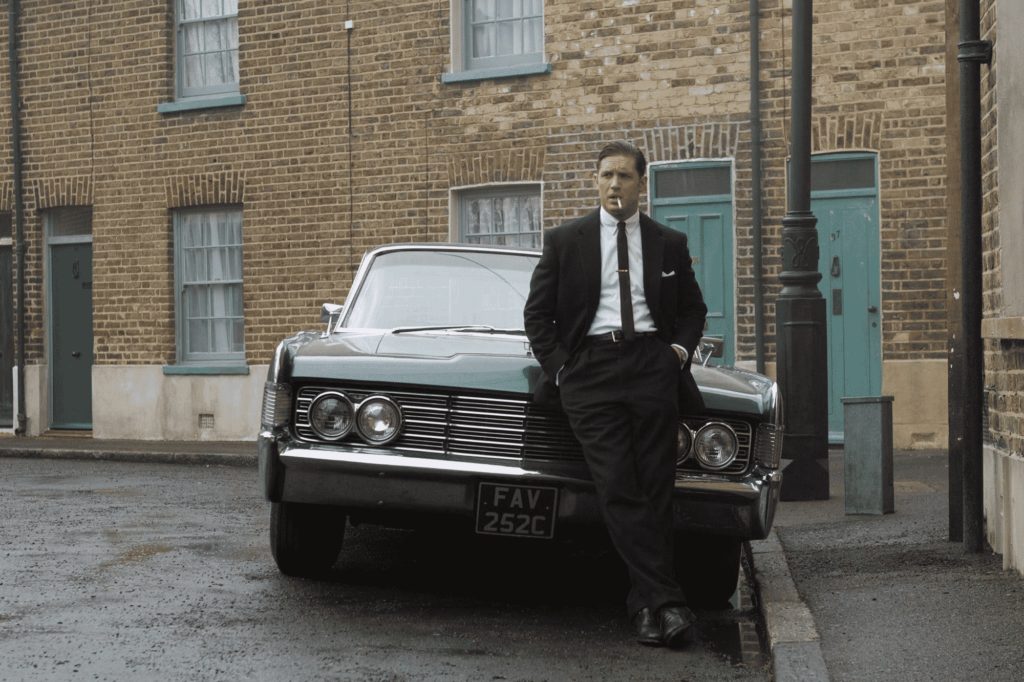 Tom Hardy como Reginald Kray