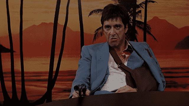 Pacino logró reconocimiento global por su rol en El Padrino. Pero en Scarface, acaba interpretando a una farsa de si mismo