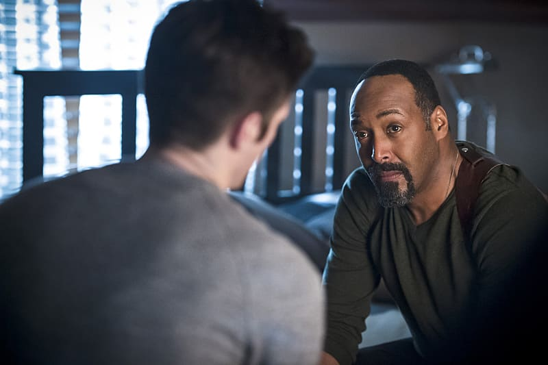 "The Flash -- ""Versus Zoom"" -- Image: FLA218A_0244b.jpg -- Pictured (L-R): Grant Gustin as Barry Allen and Jesse L. Martin as Detective Joe West -- Photo: Cate Cameron/The CW -- © 2016 The CW Network, LLC. All rights reserved."
