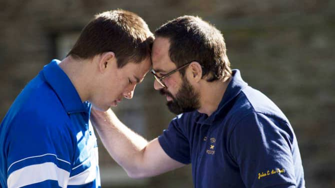 Channing Tatum como Mark Schultz y Mark Ruffalo como Dave Schultz en 'Foxcatcher'. Photo by Scott Garfield - © Fair Hill, LLC.