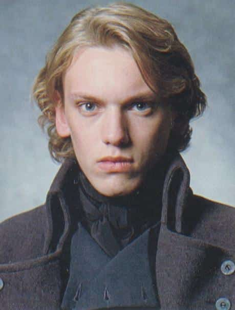 Grindelwald joven. Apareció en Harry Potter y las Reliquias de la Muerta a manera de Flashback
