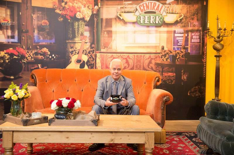 Gunther en el famoso sofá. Foto: WBEI