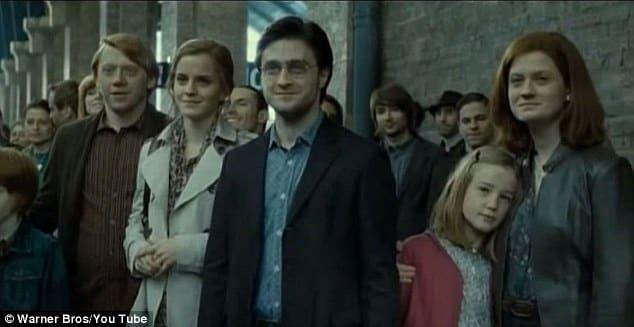 Imagen de Harry Potter y las Reliquias de la Muerte - Parte 2, donde vemos a los personajes principales años después de los eventos de la saga. JK Rowling autora de la saga de Harry Potter, ha lanzado una nueva historia de Harry Potter y sus amigos para el sitio oficial de la saga, Pottermore.