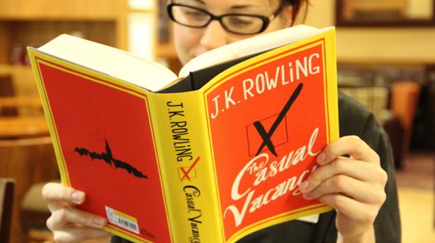 Casual Vacancy, primera novela de J.K. Rowling. después de la saga de Harry Potter, la cual ahora será convertida en una mini-serie por HBO y BBC.