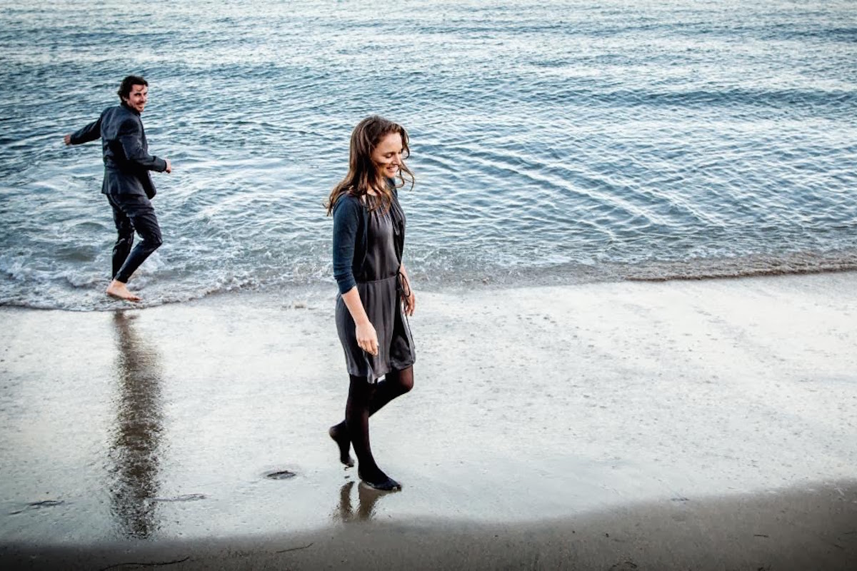 Christian Bale y Natalie Portman en la cinta 'Knight of Cups'. Photo by Broad Green Pictures - © © Broad Green Pictures