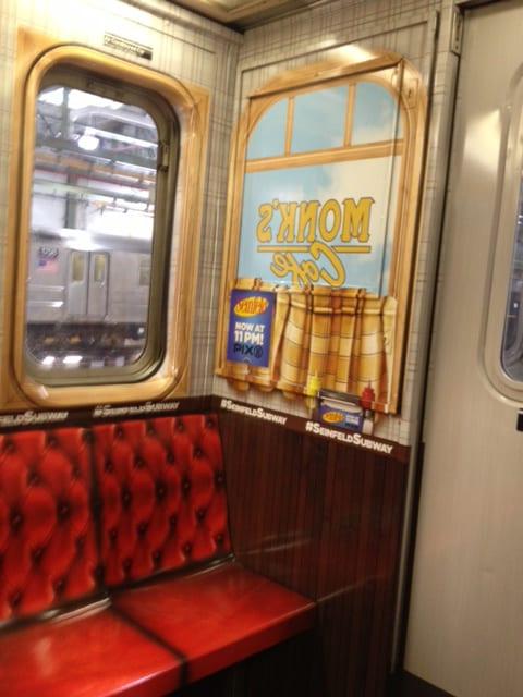 El Elenco y Restaurante clásico de Seinfeld recreado en subterráneo de Nueva York.