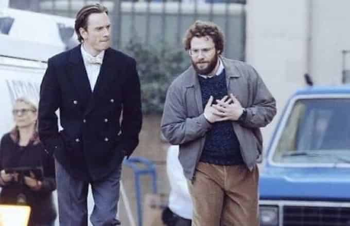Michael Fassbender y Seth Rogen en el set de la cinta sobre Steve Jobs