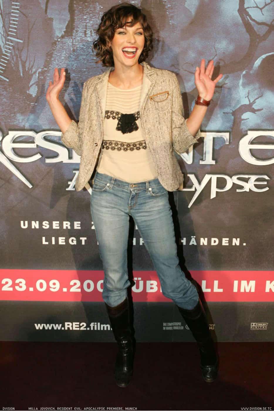 Pierce Brosnan  y Milla Jovovich en Survivor