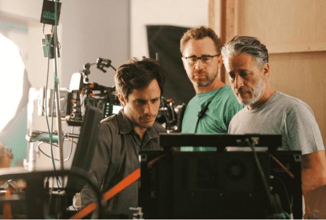 Gael García Bernal y Jon Stewart detrás de escenas de 'Rosewater'. FOTO © Open Road Films.