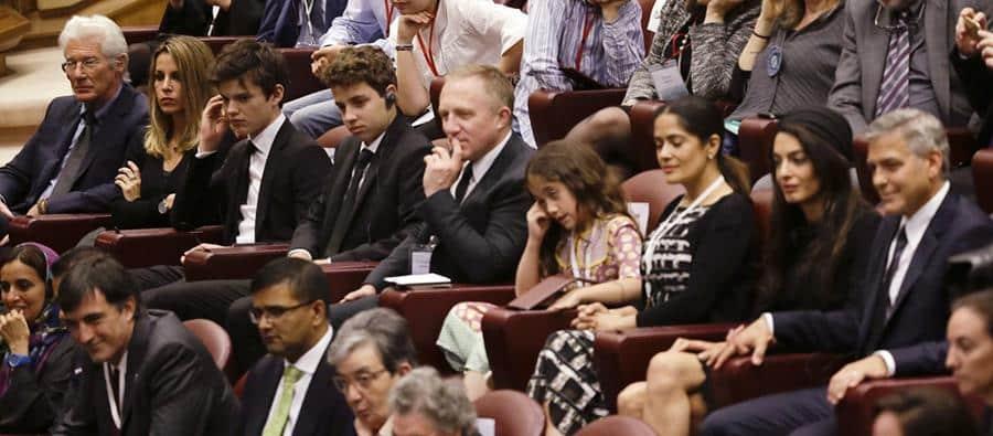 Salma Hayek, George Clooney y Richard Gere junto a sus familias durante la ceremonia en Roma.