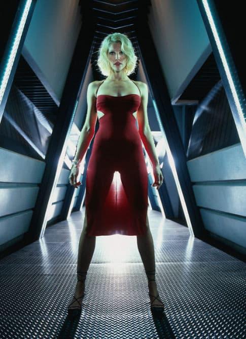 Tricia Helfer es número seis en esta gran serie de ciencia ficción