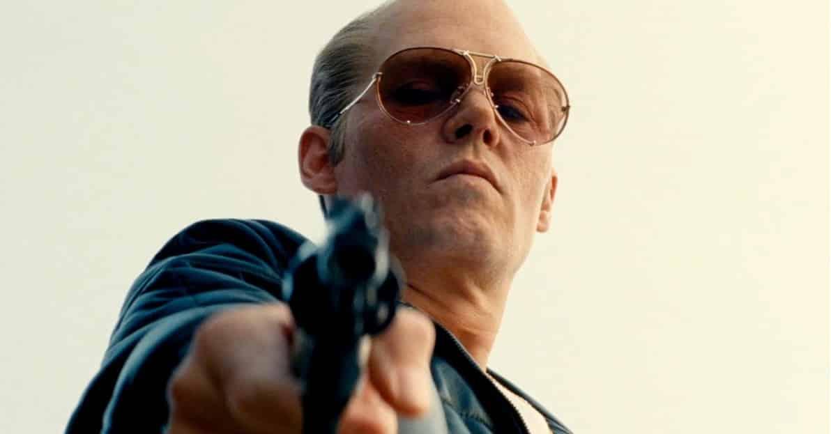 Johnny Depp como Whitey Bulger, papel que seguramente le valdrá múltiples nominaciones en la próxima temporada de los más importantes premios de la industria cinematográfica.