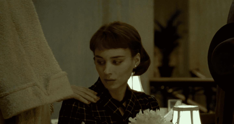 Cate Blanchett y Rooney Mara durante una secuencia del drama romántico, 'Carol'. © 2015 The Weinstein Company.