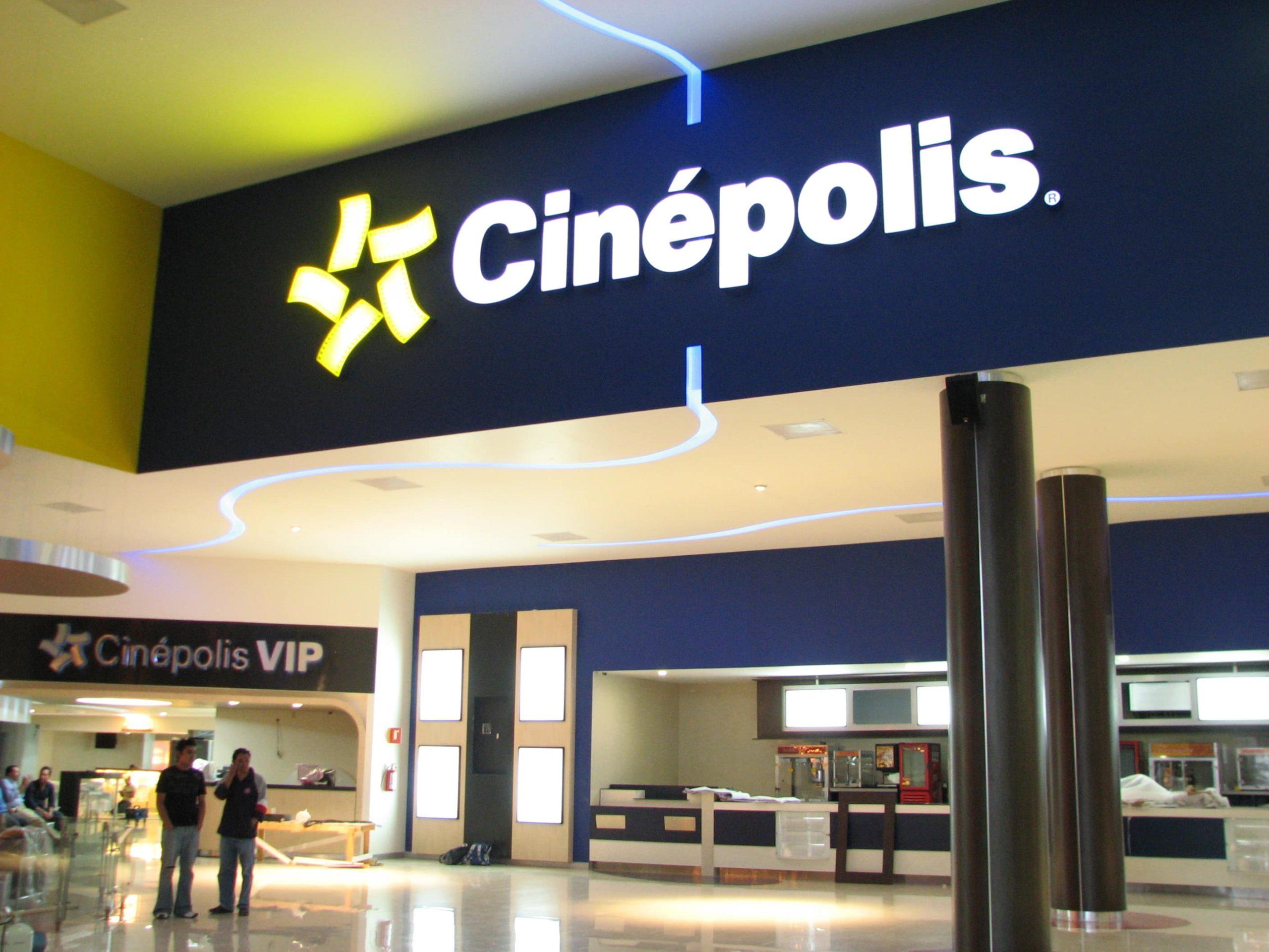 A pesar de que cada año abren nuevos complejos, los exhibidores dicen no tener espacio para exhibir más cine mexicano