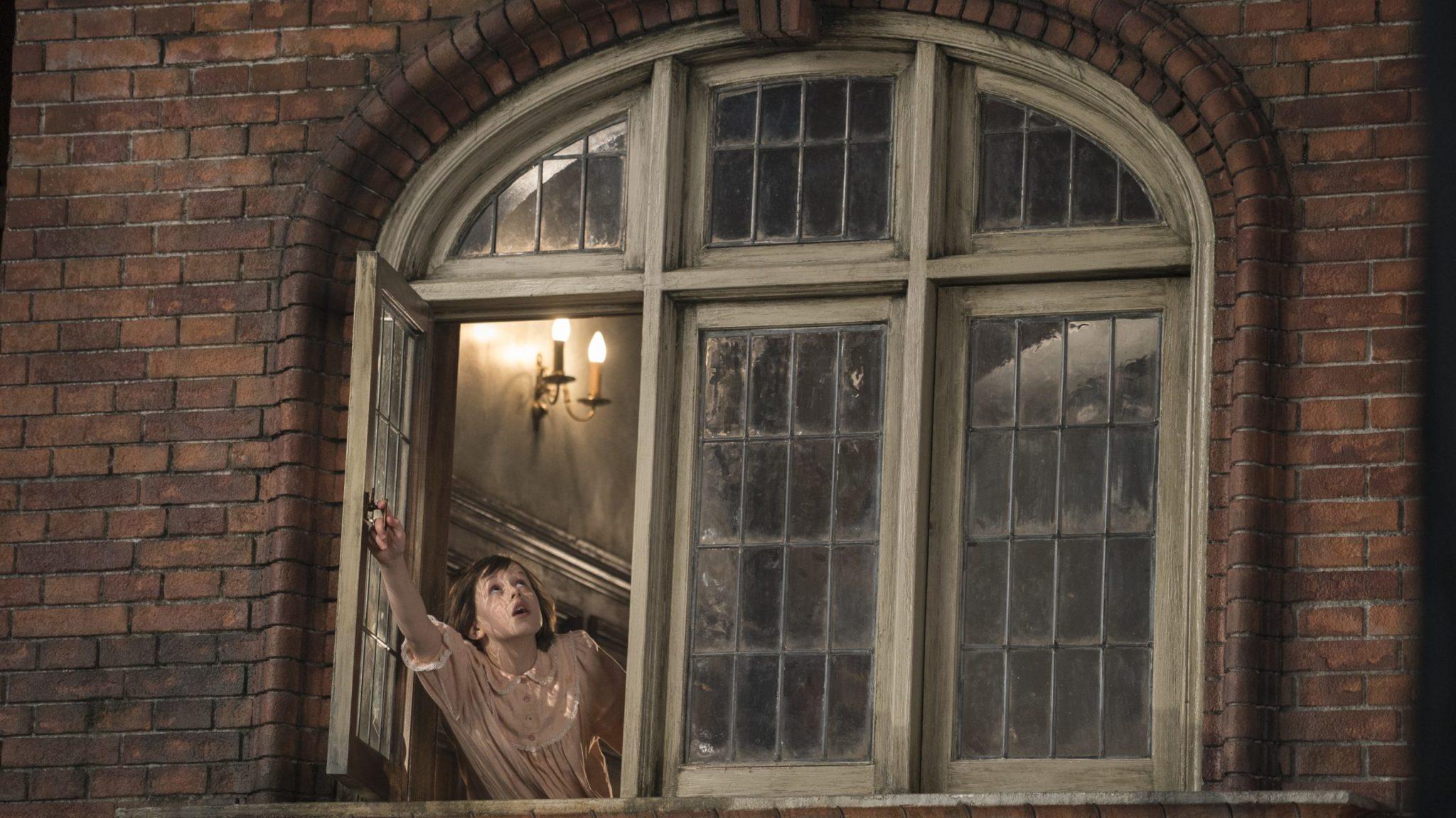La nueva cinta del director Steven Spielberg, EL buen amigo gigante, es la adaptación de una añorada obra de Roald Dahl, nos cuenta la emocionante historia de una jovencita londinense (Ruby Barnhill) y un misterioso gigante (Mark Rylance) que le presenta las maravilla y peligros del país de los gigantes