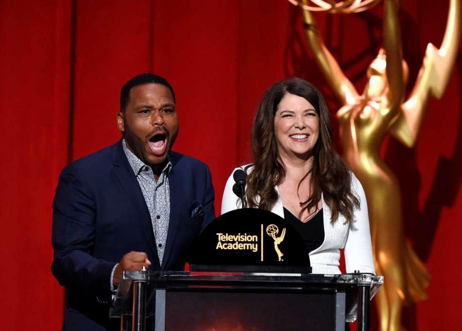 Anthony Anderson y Lauren Graham presentaron las nominaciones de los Premios Emmy 2016.