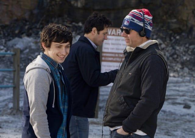 El director y guionista Rob Burnett durante el rodaje de 'Fundamentals of Caring' con Craig Roberts y Paul Rudd.