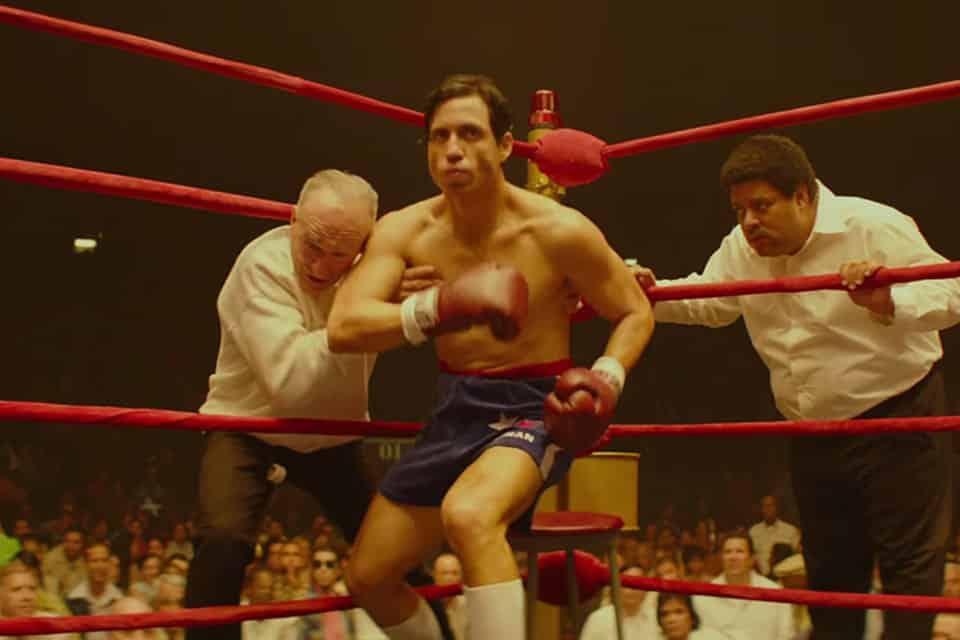 Edgar Ramírez da vida al legendario boxeador Roberto Durán en la biopic Hands of Stone.