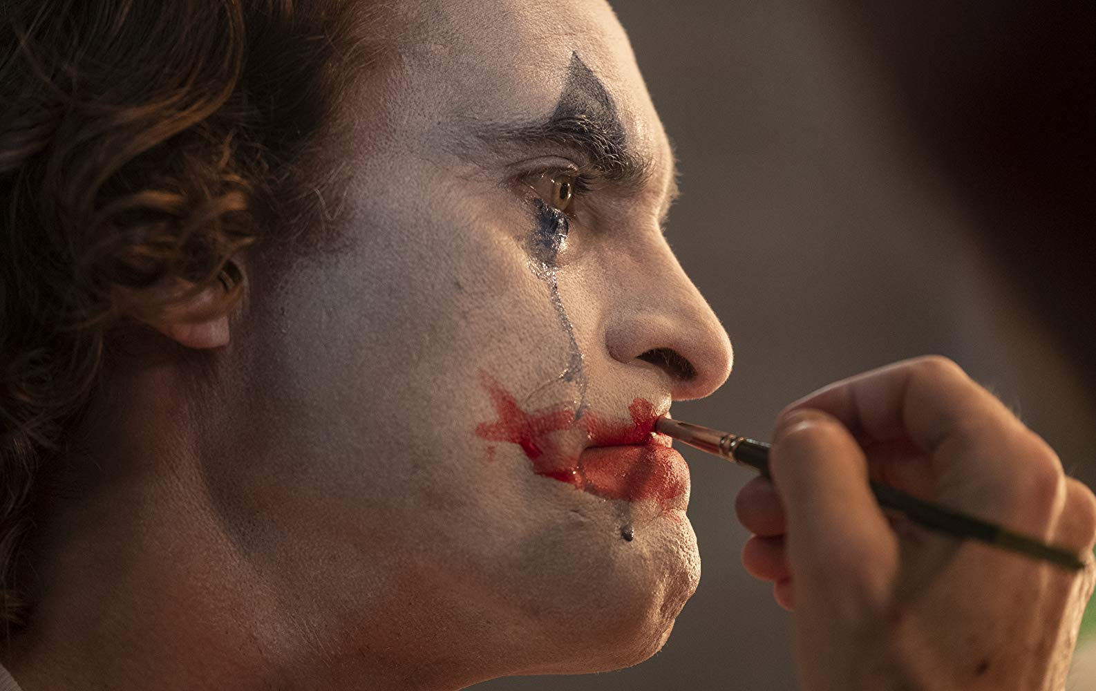 Joaquin Phoenix se transforma en el JOKER en tráiler final oficial
