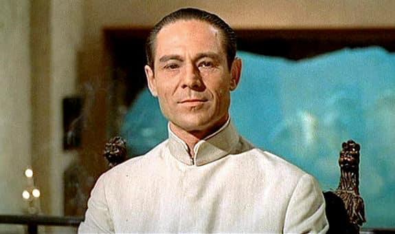 Joseph Wiseman como el Doctor No