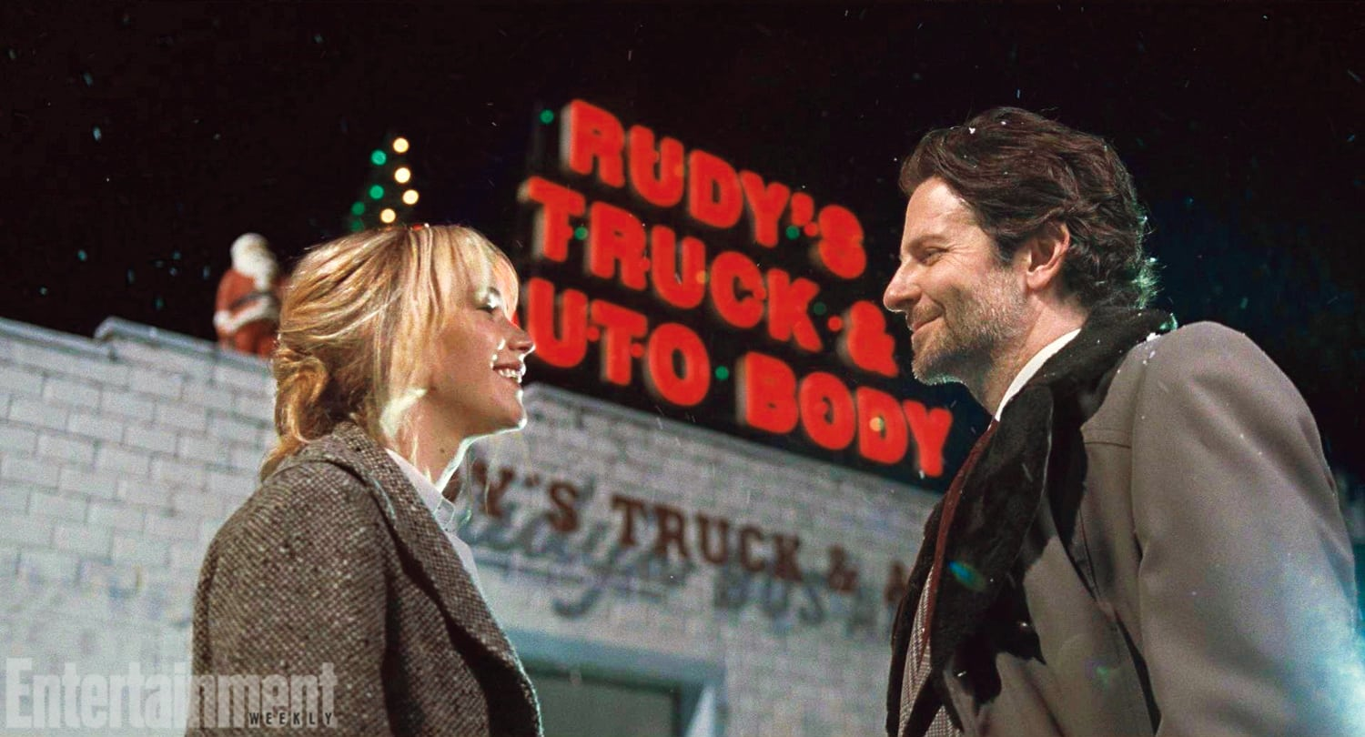 Jennifer Lawrence y Bradley Cooper en su tercera cinta juntos, 'Joy' de David O. Russell. © TM and © 2015 Twentieth Century Fox Film Corporation.