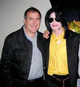 Ortega, director artístico de los conciertos y realizador del documental, con Jackson