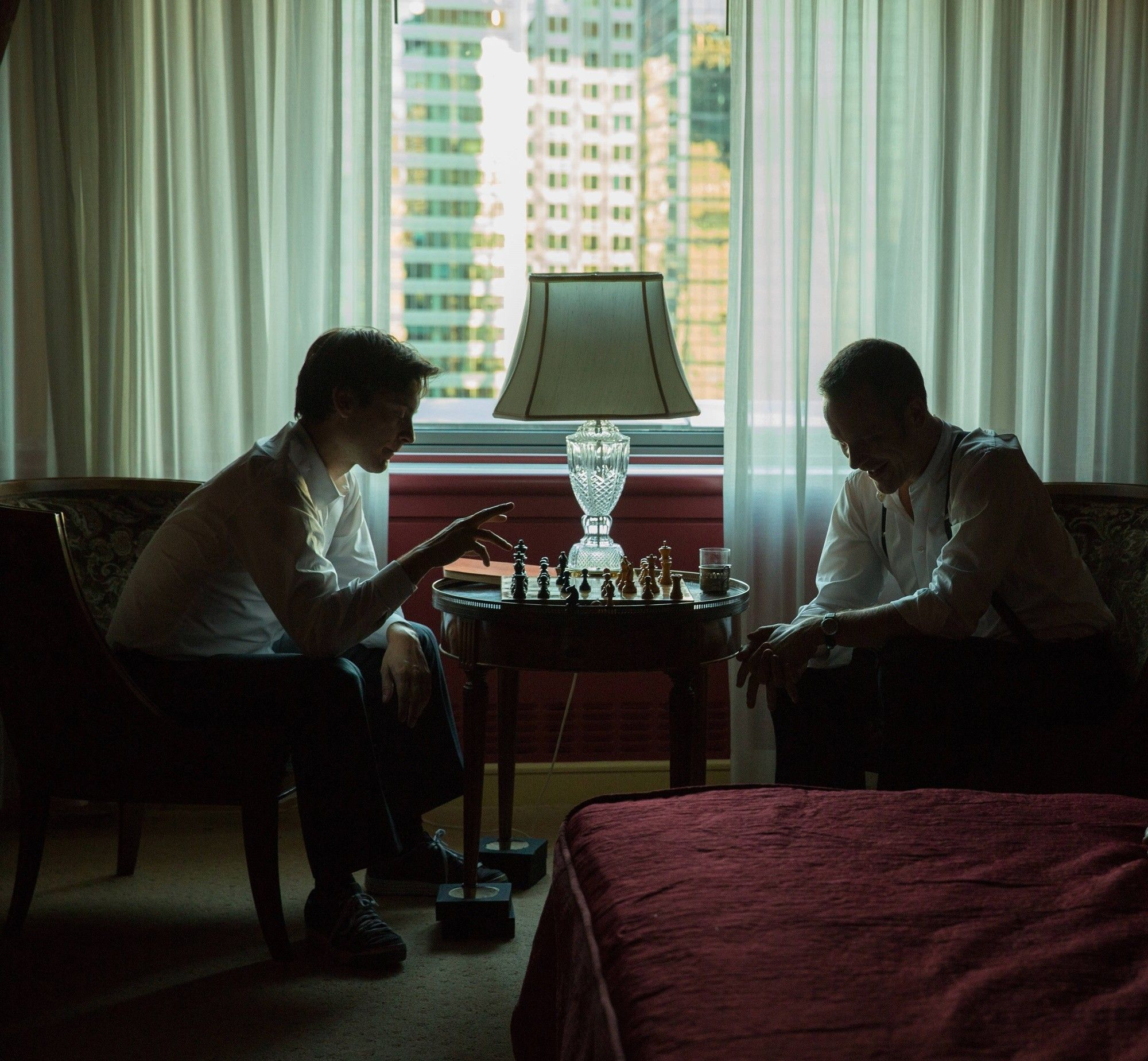 Tobey Maguire y Peter Sarsgaard en la cinta 'La Jugada Maestra' (Pawn Sacrifice). Estreno en cines 26 de febrero.