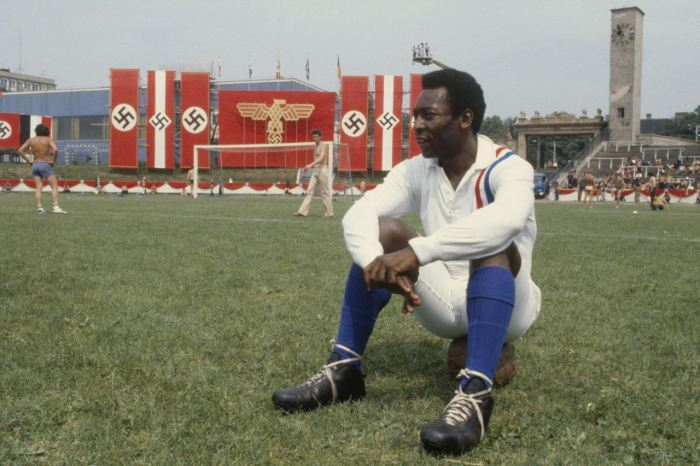 pele-on-the-set-of-escape-to-victory