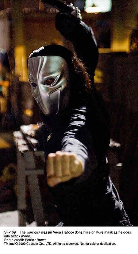 Vega en su traje alternativo de soldador de metales